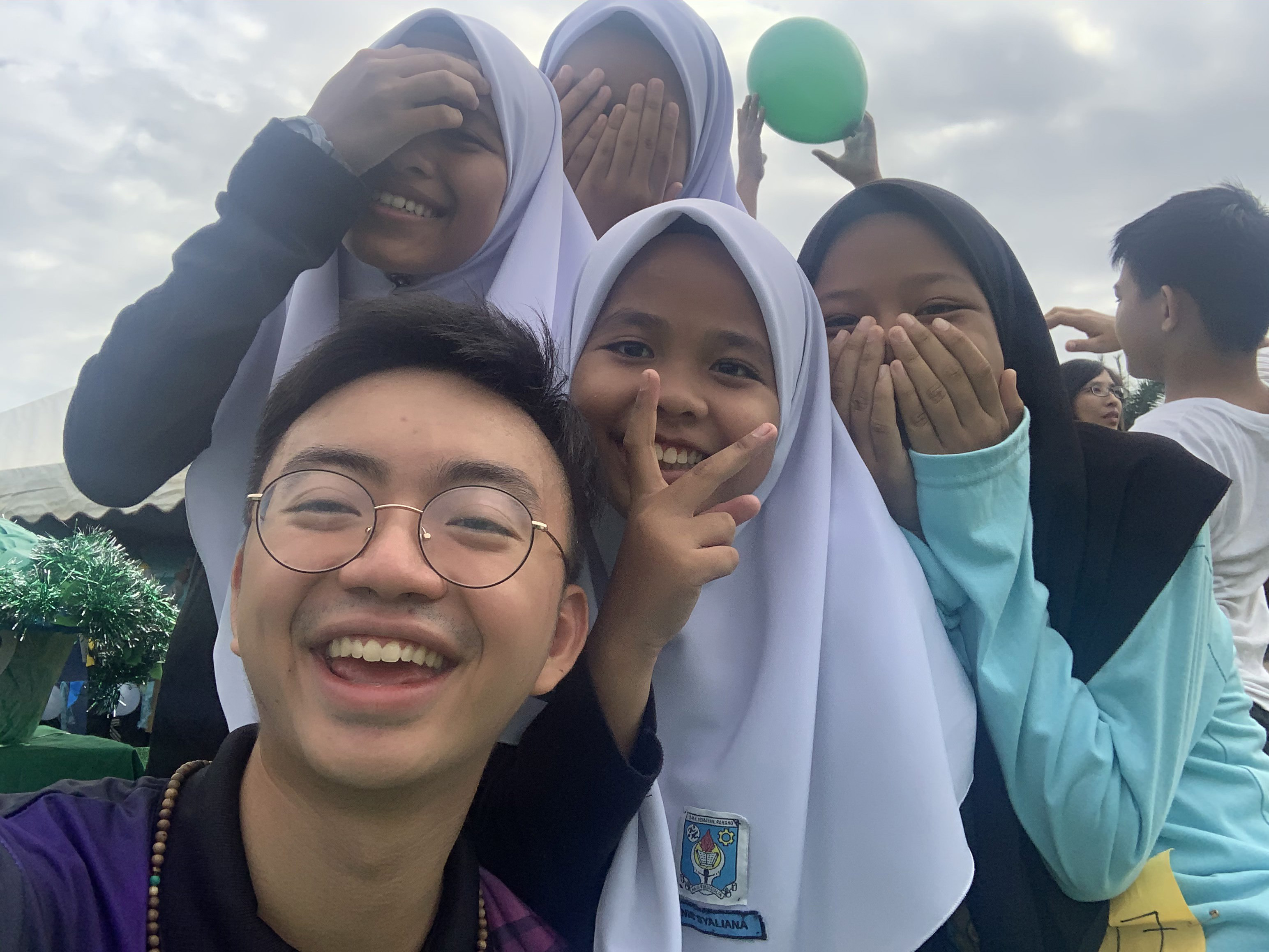 Fulbrighter Dustin Liu with Malaysian students